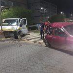 ACIDENTE – Colisão entre dois carros e uma van deixa seis feridos na RJ-116