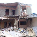 CABO FRIO – Casa abandonada é demolida em Cabo Frio