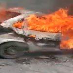 ACIDENTE – Carro pega fogo após bater em poste e homem fica ferido em Macaé