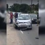 ACIDENTE – Colisão entre carro e moto deixa feridos em Rio das Ostras