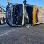 Quatro pessoas ficam feridas em acidente entre carro e ambulância em Cabo Frio