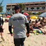 Equipes de fiscalização são ameaçadas e praias ficam completamente lotadas, em Cabo Frio
