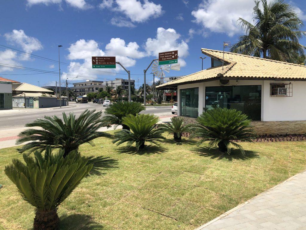 Orla do Centro de São Pedro da Aldeia recebe serviços de paisagismo