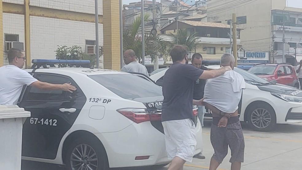 Suspeito de matar traficante rival durante tiroteio em praia de Arraial do Cabo, RJ, é preso — Foto: Paulo Henrique Cardoso/Inter TV