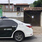 Polícia cumpre 11 mandados de prisão e confisca hostel avaliado em R$ 550 mil em Arraial do Cabo