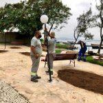 Orla do Camerum ganha luminárias e superpostes em São Pedro da Aldeia