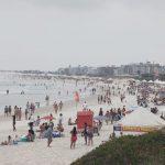 Novo decreto libera banho de mar e entrada de vans e ônibus de turismo durante o feriado em Cabo Frio